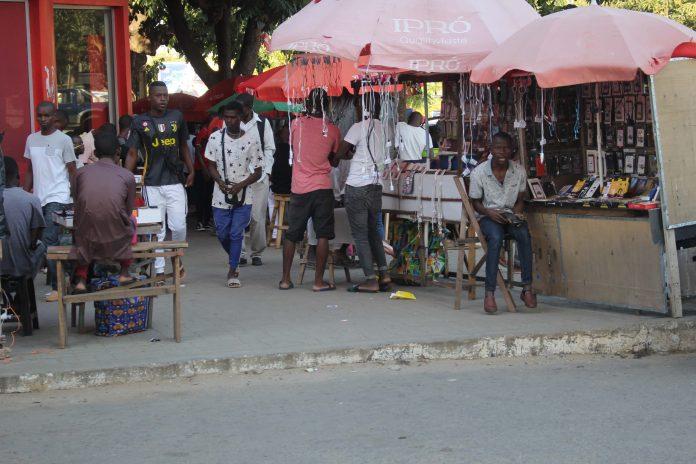 Vendedores da rua tem dias contados na cidade de Nampula, segundo disse o preisdente Paulo Vahanle que vai correr com todos os ambulantes que estao nas ruas da cidade