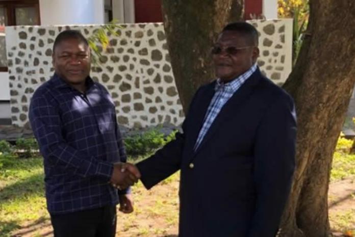 Os Presidentes da República e da Renamo reuniram-se em Chimoio e acertaram que a paz deve continuar a ser negociada
